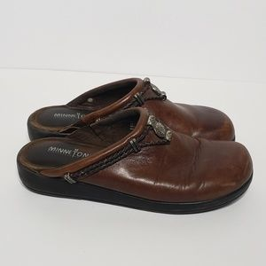 Minnetonka Brown Leather Clogs Mules Size 7